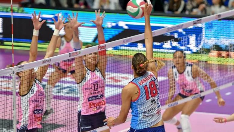 Елица Василева стартира убедително плейофите в Италия