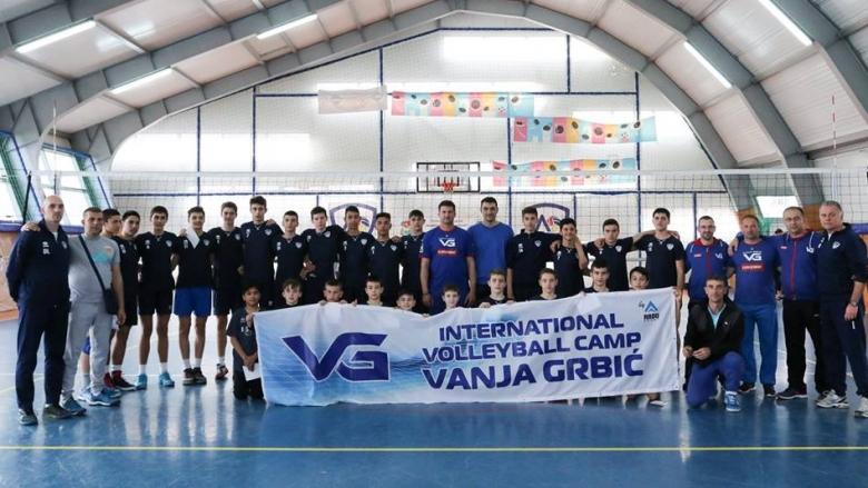 Легендата Владимир Гърбич тренира децата на Левски София