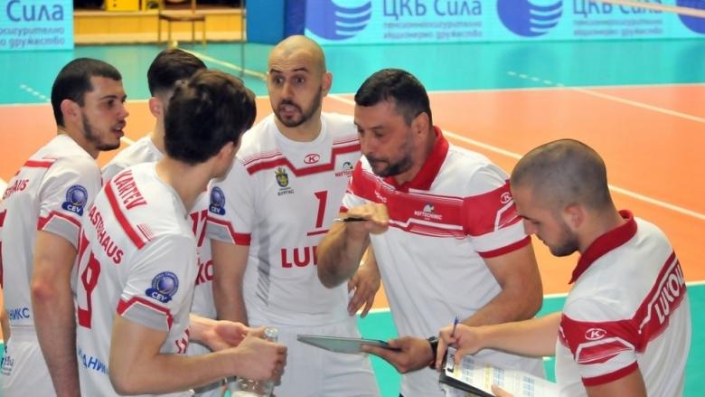 Волейболистите на Нефтохимик заминаха за Пазарджик