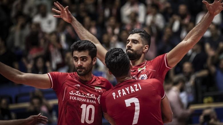 Иран разгроми Канада и се качи на върха