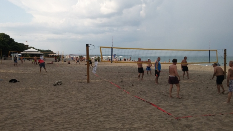 Разрушиха игрищата по плажен волейбол в Бургас
