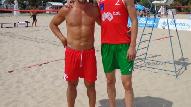 Ради Тенева, Анета Германова и Миро Градинаров отново на плажа!