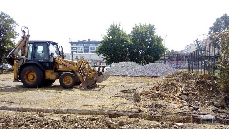 Ремонтират спортни площадки за волейбол и баскетбол в столичния квартал Дружба