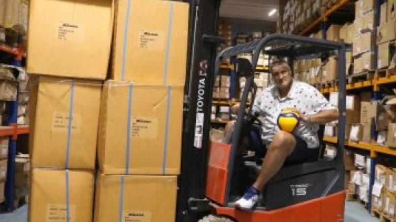 Любо Ганев дарява 700 топки на българския волейбол
