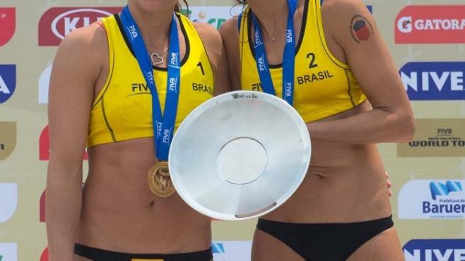 Лариса и Талита грабнаха титлата в Бразилия
