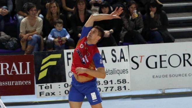 Валентин Братоев започна с чиста победа във Франция