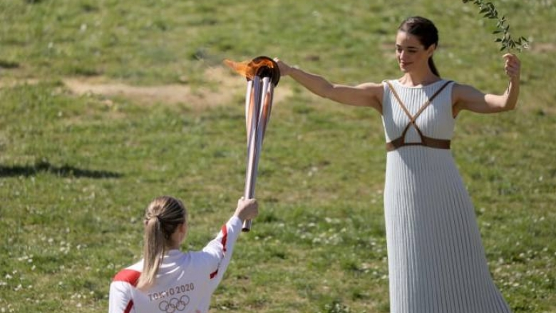 Запалиха олимпийския огън без публика