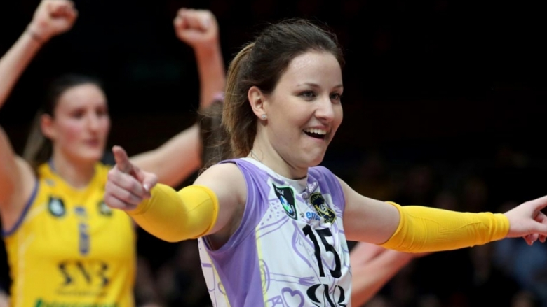 Жана Тодорова за първите стъпки във волейбола, бъдещето и националния отбор