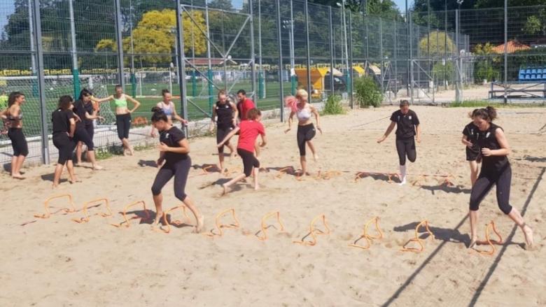 Националките проведоха тренировка на плажните игрища до Гребната