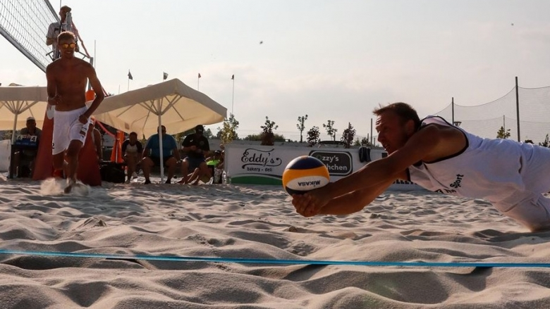 Плажен волейбол в България целогодишно? Да! Вижте новата база в София (видео)