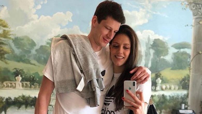 Сръбска волейболна двойка очаква дете