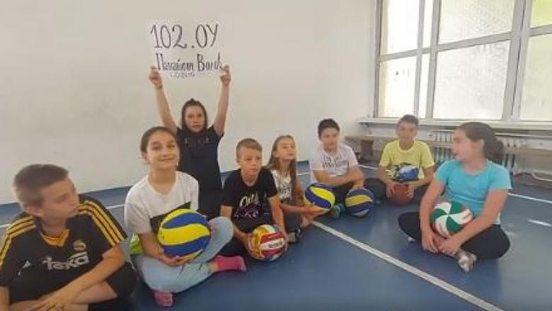 Малки фенове с мило послание към волейболистките (видео)