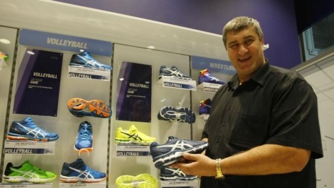Любо Ганев повери магазин на сина си (Фотогалерия)