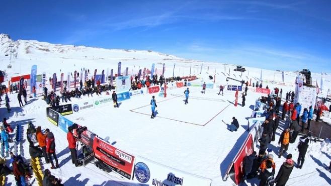 Балкански триумф в първия турнир от веригата по снежен волейбол