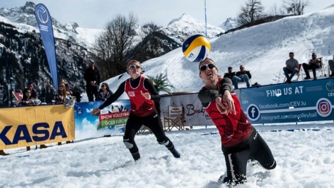 Зрелищен финал донесе първо злато за Швейцария в зимния волейбол [видео]