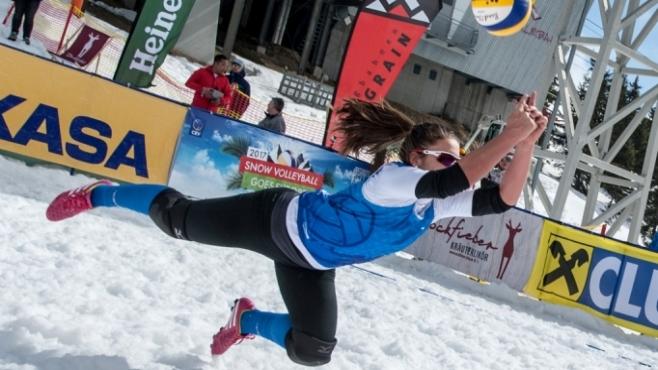 Зимен волейбол на топ ниво и много сексапил показаха чехкините в Австрия (Видео)