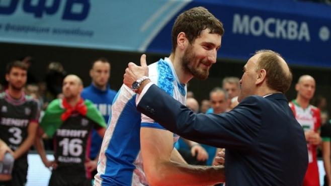Максим Михайлов продължава със Зенит