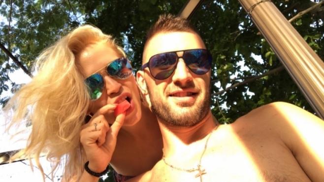 Волейболна звезда се отдаде на семеен отдих