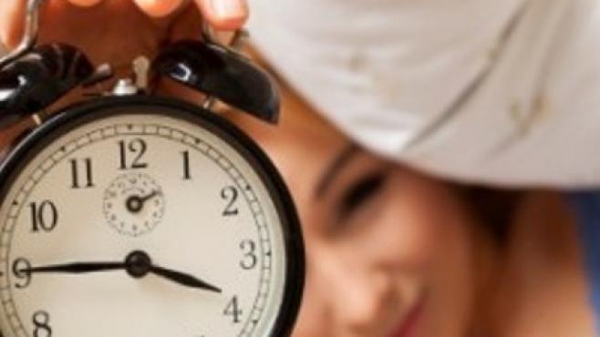 Наспиването през уикенда помага при отслабване