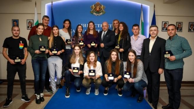 Спортният министър награди бронзовите медалистки