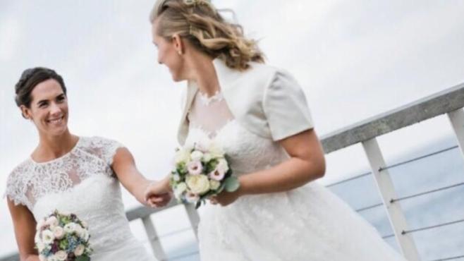 Олимпийска шампионка се ожени за приятелката си (снимки)