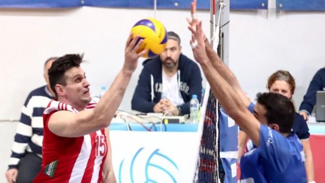 Тошко Алексиев и Олимпиакос спечелиха градското дерби с Етникос