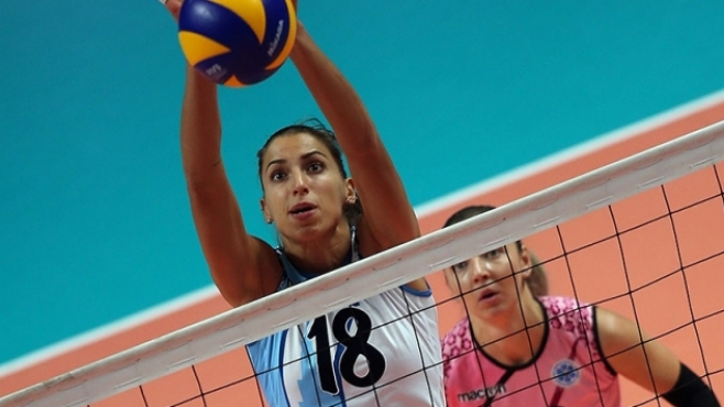 Гледай на живо с BGvolleyball.com Ели Василева срещу Страши Симеонова в двубой от ШЛ