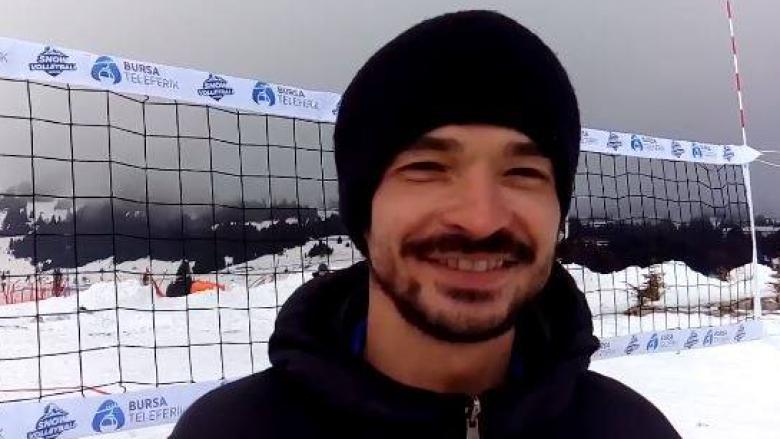 Българин играе и подготвя шампиони на снега (Видео)