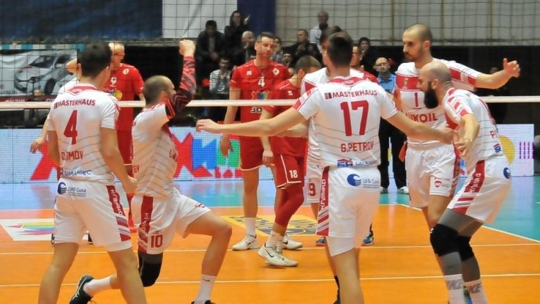 Нефтохимик докосва титлата след втора победа над ЦСКА