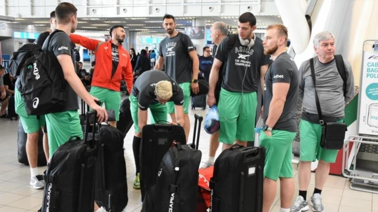 Фотогалерия от заминаването на волейболните национали за Москва
