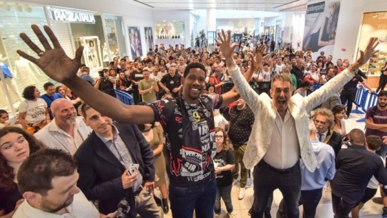 Стотици фенове посрещнаха Леон в Перуджа