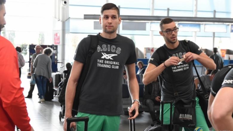 След куп проблеми: Националите потеглиха към България
