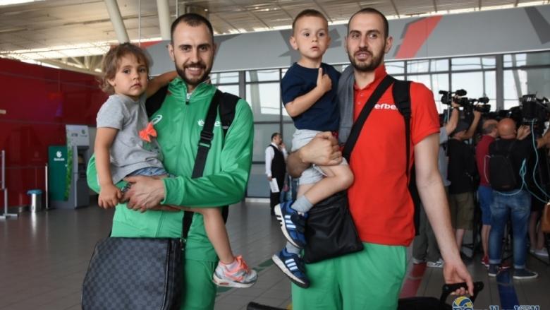 Георги Братоев също се качи на самолета за Варна