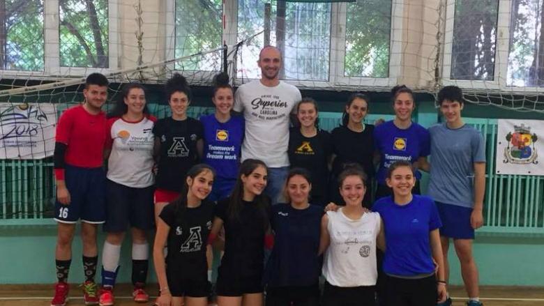 Волейболен национал на гости на ВК Ахил