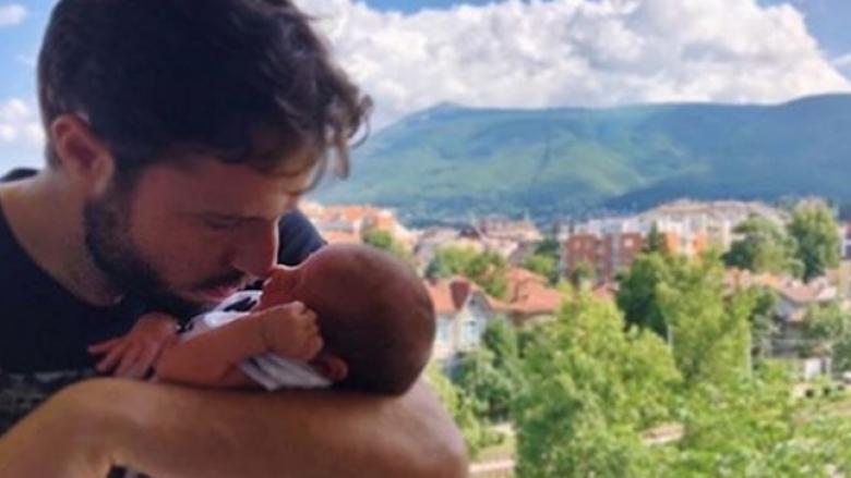 Национал показа новородения си син
