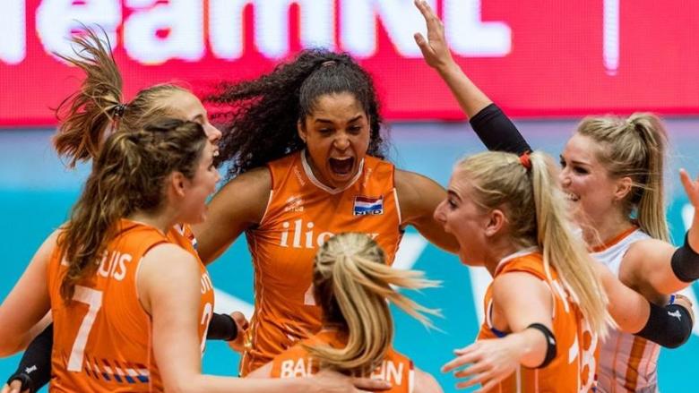Холандия стартира с победа домакинския турнир
