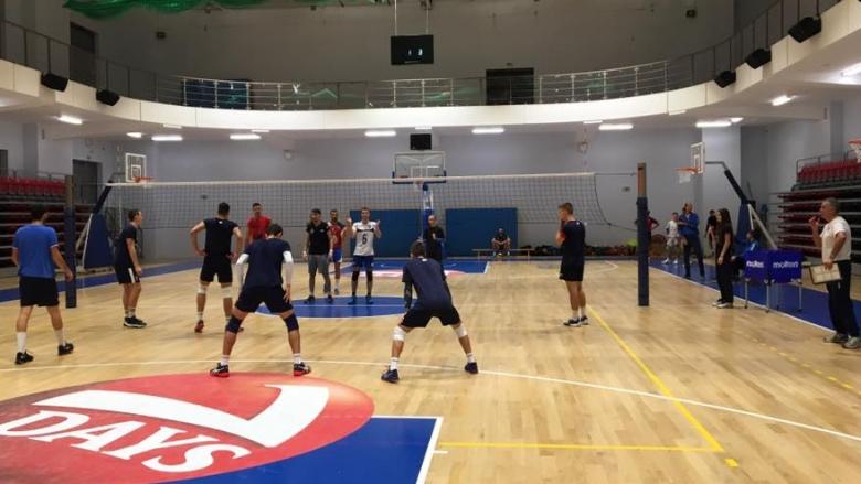 Левски U20 игра контрола в новата зала на училище Свети Георги