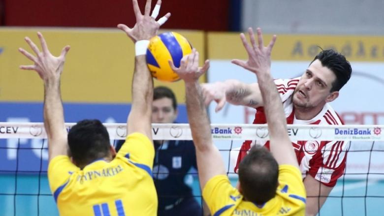 Алексиев и Олимпиакос на 1/4-финал за Купата на Гърция