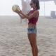 Секси волейбол с Алесандра Амброзио